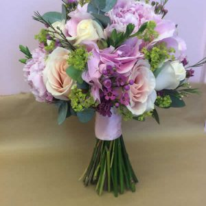 brides hydrangea and rose wedding flowers