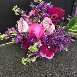brides purple and pink wedding flowers
