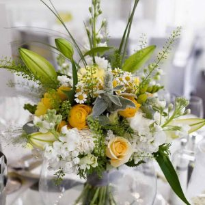 fishbowl centrepiece hire with bouquet
