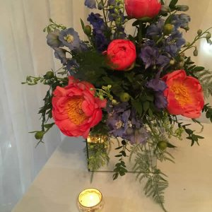 peony mirroed cube table arrangement hire